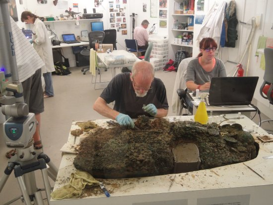 Grouville, UK: Conservationists remove, clean and document the coins.