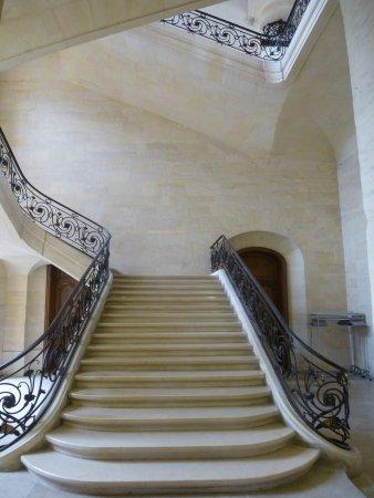 Caen, Francja: L'escalier d'honneur