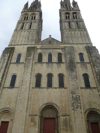 L aust¨re fa§ade romane de l église St Etienne de Abbaye aux