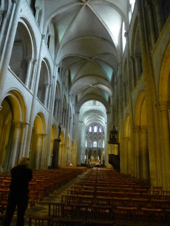 Caen, Francja: Partie romane de la nef
