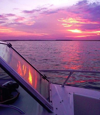 Fernandina Beach, Floride : Sunset on the Amelia River, aboard Oceanbird