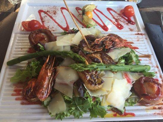 Beaulieu, Francia: salades aux saveurs estivales (26 euros)