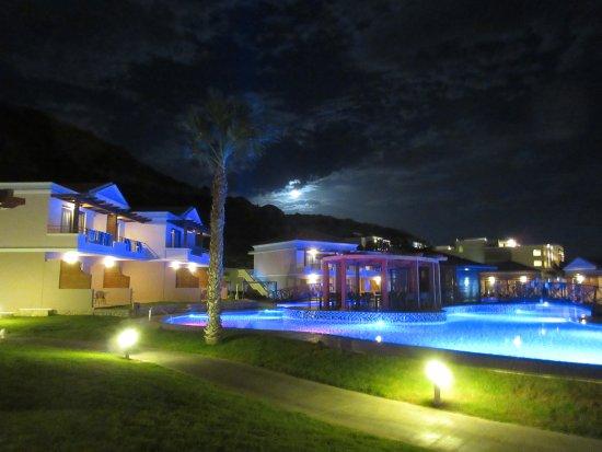 La Marquise Luxury Resort Complex: Poollandschaft bei Nacht