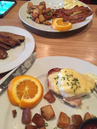 Chetwynd, Kanada: Riverhouse Breakfast and Benny Luxe