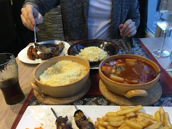 Neupre, Βέλγιο: Scampis à l'ail en entrée, brochettes de bœuf et couscous royal en plat.