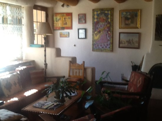 La Dona Luz Inn, An Historic Bed & Breakfast: Partial view of lobby.