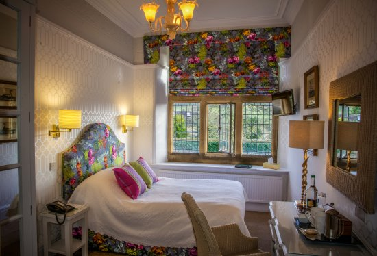 Baslow, UK: Belvoir - Cosy Bedroom in the Main House