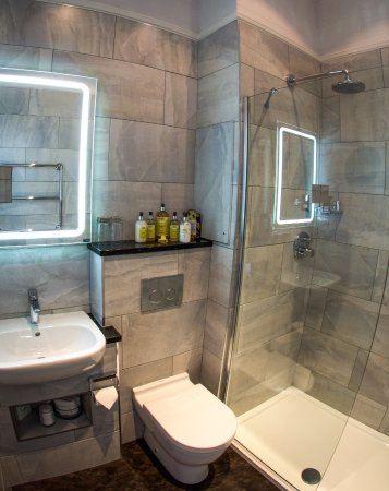 Baslow, UK : Belvoir - New bathroom with walk in shower