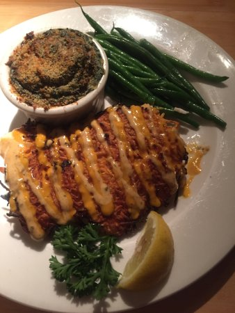 Juno Beach, فلوريدا: Sweet Potato Encrusted Fish with Spinach side dish