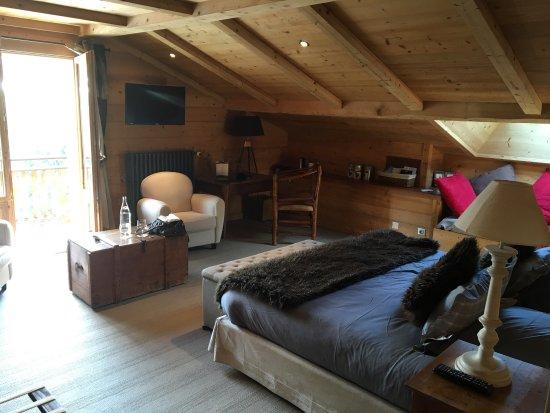 Très belle chambre décorée avec goût dotée d une très belle salle ...