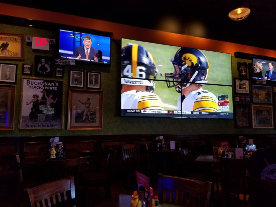 East Brunswick, NJ : Nice big screen TV...a nice focal point on the wall to watch the game!