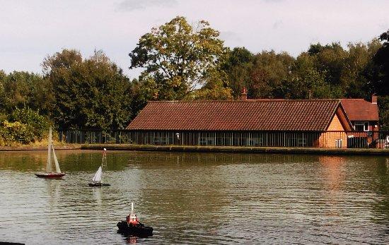 Ravenshead, UK: Remote control boats on cooling pond
