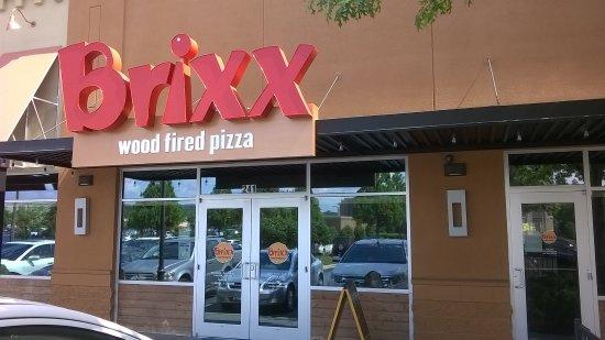 Hoover, ألاباما: Brixx front door