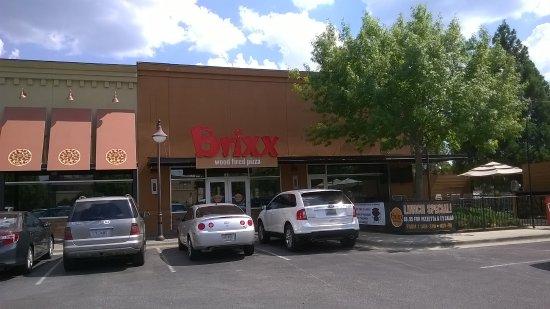Hoover, Алабама: Brixx storefront