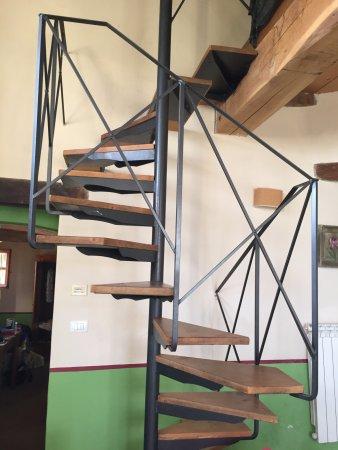 Podere La Marronaia Agriturismo: Stairs to top balcony bedroom