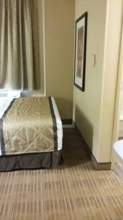 Overland Park, KS: Queen bed, for one