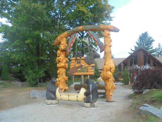 Montebello, Canadá: entree parc Omega