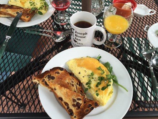 Joseph House Inn : Breakfast included