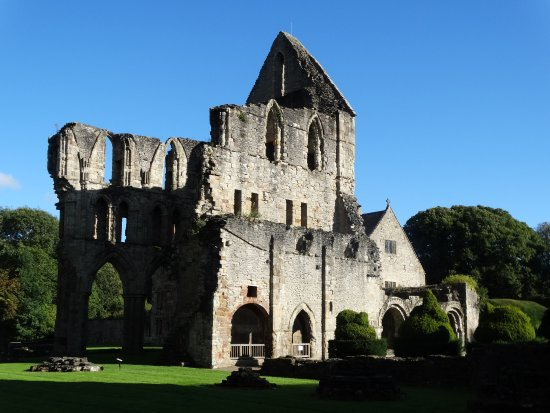 Much Wenlock, UK: The South Transept and Library with Chapter House behind