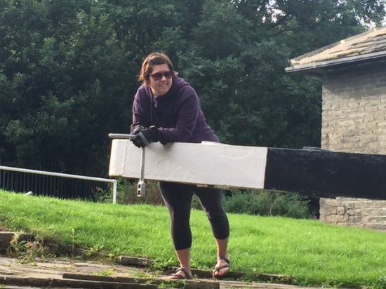 Sowerby Bridge, UK: Windlass is necessary for opening & closing the paddles