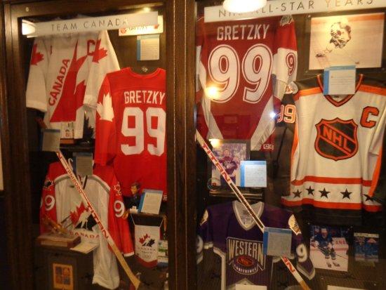Wayne Gretzky's Toronto : matchtröjor och klubbor och mycket annat