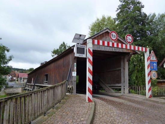 Buchfart, Allemagne : überdachte Brücke..