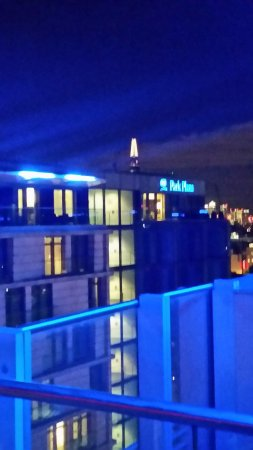 Park Plaza Westminster Bridge London: View east from the terrace (tip of shard peaking above Plaza suites building)