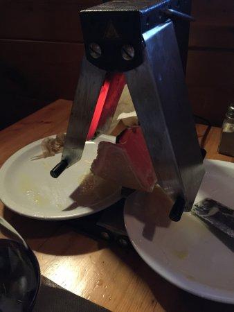 Lattes, فرنسا: Raclette en amoureux. Accueil chaleureux et repas copieux avec de bon produits !! (charcuterie c