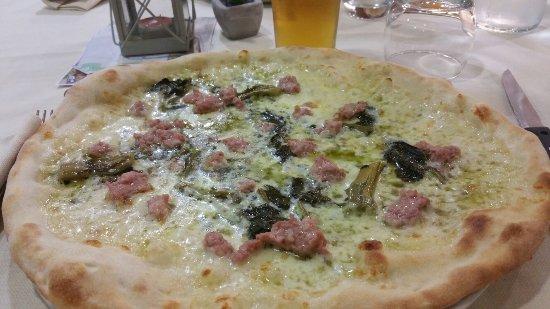 Campagnatico, Italia: Pizza bianca friarielli e salsiccia