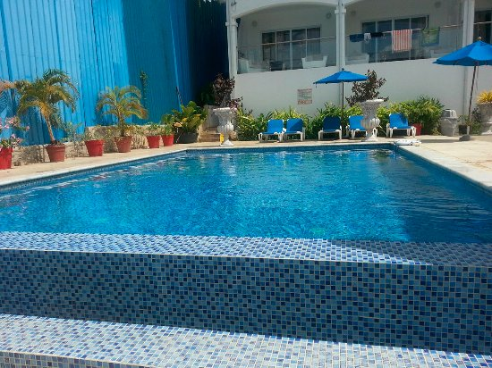 Bacolet Bay, Tobago: notice this pool is clean unlike the first pool