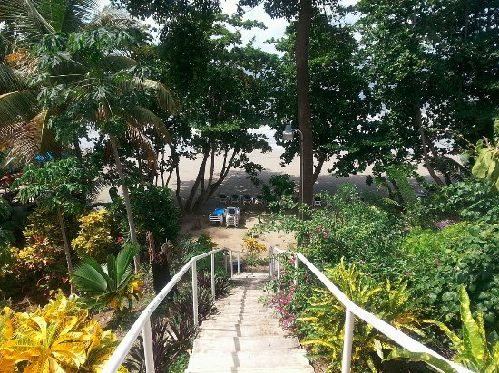 Bacolet Bay, Tobago: Beach stairways