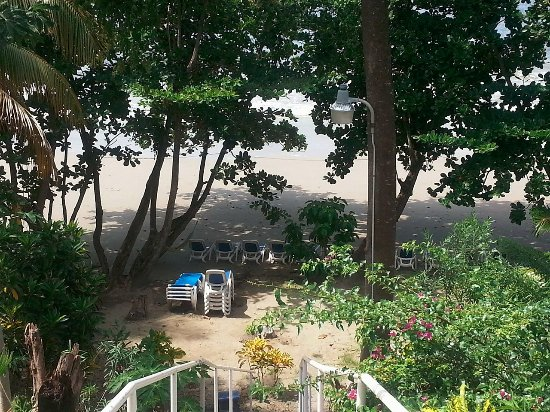Bacolet Bay, Tobago: Poor maintenance at beach