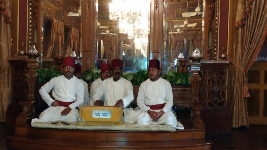 Taj Falaknuma Palace: Live qawaali session in the evening in Durbar Hall!