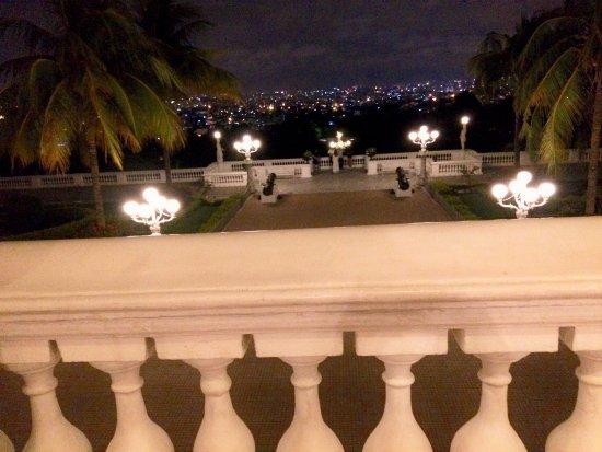 Taj Falaknuma Palace: View of the city from the lobby level