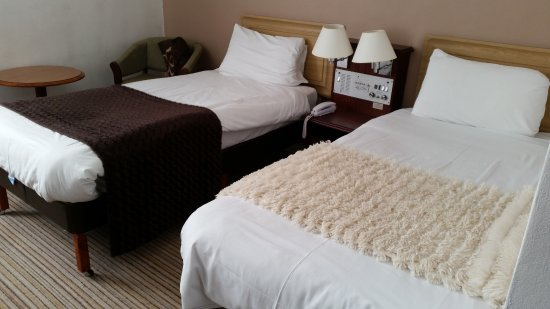 Bolton, UK: Plush bed toppers!