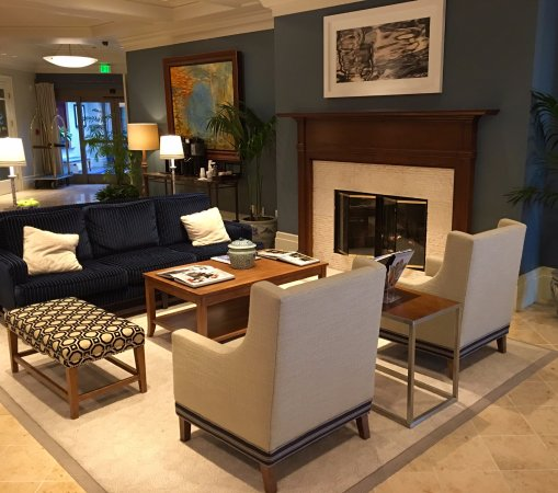 Kirkland, WA: The Woodward Hotel has an upstairs and downstairs lobby, both with fire places.