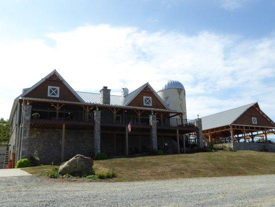 Creek's Edge Winery: Tasting Buil