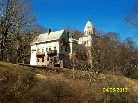 Claryville, NY: Another view from the road below the mansion.