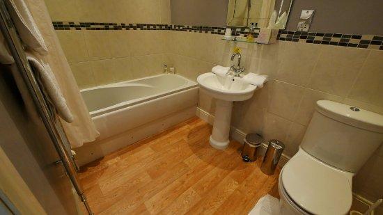 Kirkbymoorside, UK: Bathroom