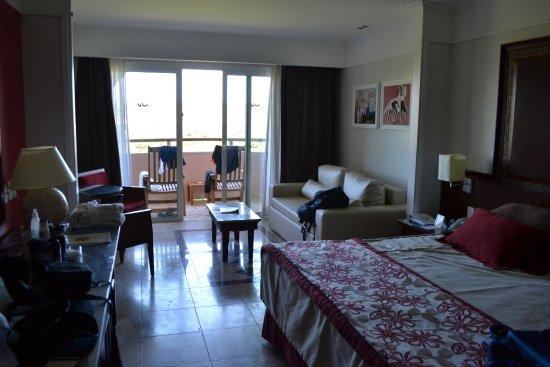 Grand Palladium Imbassai Resort & Spa: Habitación Matrimonial. En Habitación niños había 2 camas y el sofá se transformaba en cama.