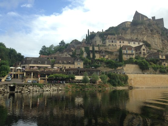 Beynac-et-Cazenac, France: View from the river