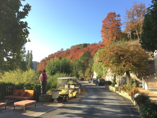 Lacave, Francja: Omgeving van het hotel / restaurant