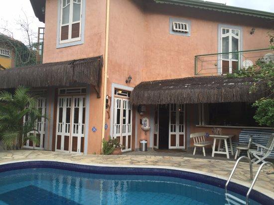 Pousada Ponta do Pequeah : parte da piscina e restaurante onde tomamos café da manhã.