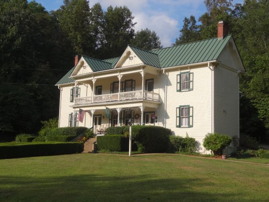 Woolwine, VA: Notice that some rooms open onto second floor porch.