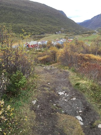 Oppdal Municipality, Norwegia: View of the yard from the trail