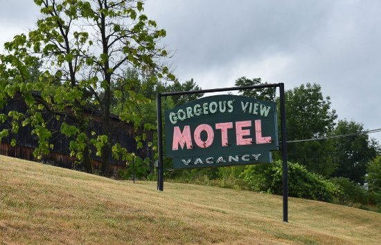 Gorgeous View Motel: This is the original sign.