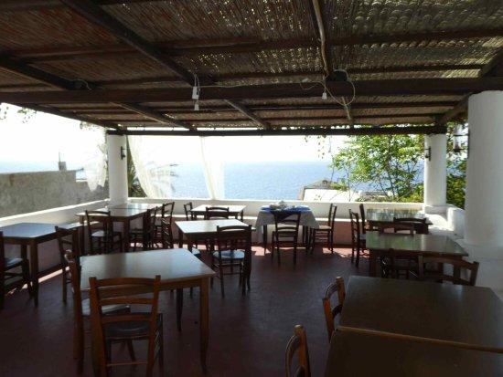 Ginostra, Ιταλία: la salle à manger extérieure