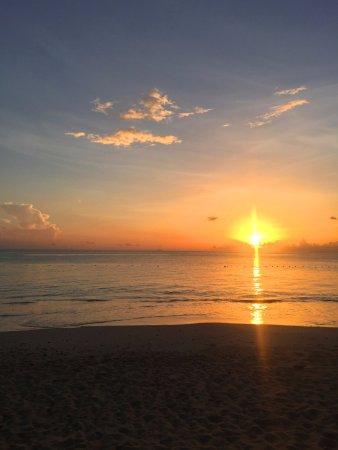 Turners Beach, Antigua : Sunset on the beach