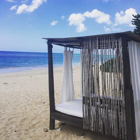 Turners Beach, Antigua : A beach cabana