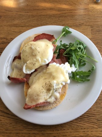 27 The Terrace: Eggs Benedict that beats some of the best places in London !!
